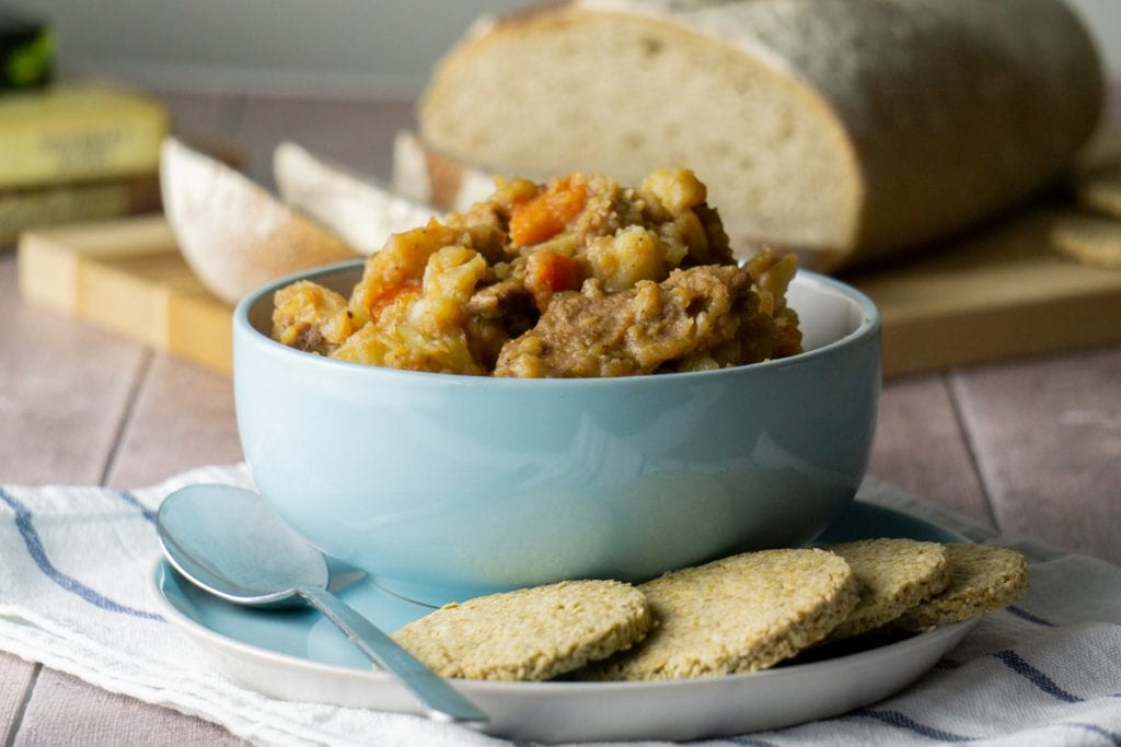 How to Make a Scottish Stovies Recipe - Stovies Recipe in a bowl with Oatcakes and Bread